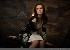 Love this Fashionable Pose! Arising Images Senior Portrait Photography. #ArisingImages #SeniorPics #Fashion #Pretty
