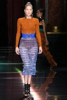 Doutzen Kroes from Stars at Paris Fashion Week Spring 2016 Also on the Balmain runway, the verteran VS Angel rocks a chic suede bodysuit paired with a sexy mesh skirt. Star Fashion, Paris Fashion, Runway Fashion, Fashion Show, Fashion Looks, Fashion Fashion, Doutzen Kroes, Mesh Skirt, Lace Skirt