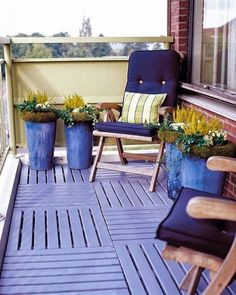 wooden balcony furniture balcony ideas for outdoor balcony design Terrasse Design, Balkon Design, Small Terrace, Small Patio, Small Balconies, Outdoor Spaces, Outdoor Chairs, Outdoor Decor, Outdoor Balcony