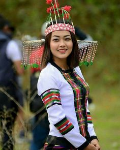 Mizo of Mizoram, Northeast India Myanmar Traditional Dress, Traditional Dresses, Indian Ethnic, Indian Girls, North East Indian, Vietnam Costume, Tribal People, Native American Women, Ethnic Dress