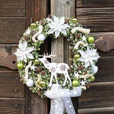 Hydrangea / Zimný veniec na dvere so sobíkom Floral Wreath, Wreaths, Home Decor, Floral Crown, Decoration Home, Door Wreaths, Room Decor, Deco Mesh Wreaths, Home Interior Design