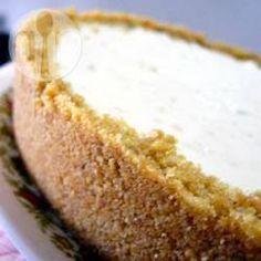 """Gâteau au fromage sans cuisson @ qc.allrecipes.ca. Recommandé par Johanne Morelle. Elle achète une croûte Graham et elle ajoute le zeste du jus de citron. Fruits: fraises ou framboises. Peut aussi faire dans des verrines sur pratico-pratique.com """"mousse au fromage et citron"""""""