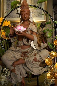 Diệu Tướng Quan Âm cầm hoa senChất liệu : Gốm tử saKích thước: Cao 55cm.Chất liệu: Gốm tử saĐường nét tượng chi tiết tinh tế và rất nghệ thuật. Buddha Decor, Buddha Art, Baby Buddha, Buddha Temple, Gautama Buddha, Divine Mother, Tibetan Buddhism, Guanyin, Religious Art