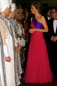Princess Diana in the Catherine Walker asymmetric block colour gown whilst on an official visit to Thailand in 1998.  ♥ Compliments to the editor!