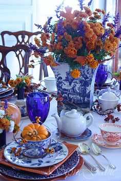 Love this blue and orange table setting...