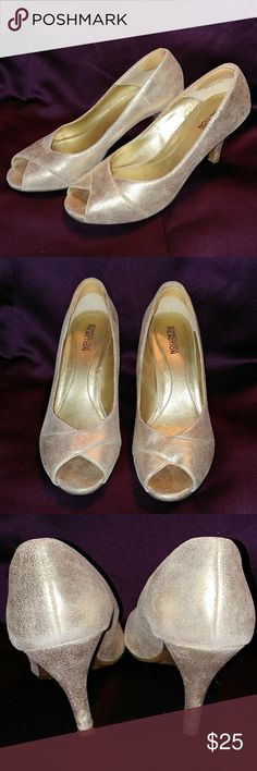 Kenneth Cole Reaction Gold Heels Good condition. Scuff on heel (pictured) Kenneth Cole Reaction Shoes Heels