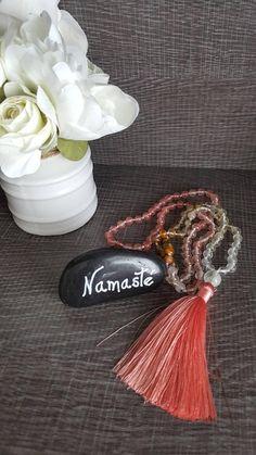 Mala tourmaline rose et cerise de feu Tourmaline Rose, Tassel Necklace, Beads, Etsy, Jewelry, Cherry, Fire, Unique Jewelry, Beading