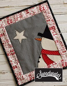 Name: 'Quilting : Starlite Snowman Mini Quilt, Remember that when you look at the stars, I am sharing them with you as I look at them too. Mini Quilt Patterns, Mug Rug Patterns, Snowman Patterns, Patchwork Quilting, Small Quilts, Mini Quilts, Sewing Crafts, Sewing Projects, Small Quilt Projects