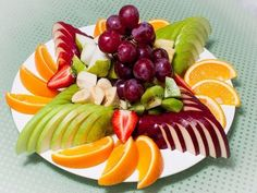 Fruit Salad Dessert Parties 56 New Ideas Amazing Food Decoration, Fruits Decoration, Party Food Platters, Fruit Packaging, Fruit And Vegetable Carving, Dessert Aux Fruits, Food Carving, Fruit Dishes, Party Desserts