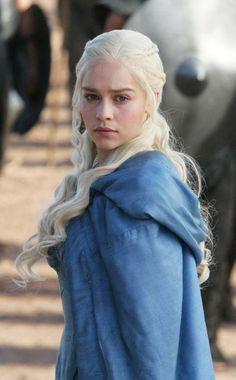 'Game of Thrones' Cast Emilia Clarke Says She's 'Fire-Proof': Hottest Looks as Daenerys Targaryen [PHOTOS] - Entertainment & Stars