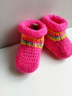 Chaussons roses fluo pour une petite fille : Mode Bébé par creations-fait-main-divers