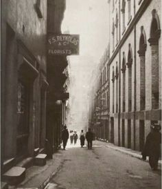 Rowe St Sydney 1920 by Cazneaux Time In Sydney, Sydney City, The Rocks Sydney, Gloucester Street, Australian Photography, Australian Continent, Newcastle Nsw, Largest Countries, Historical Architecture