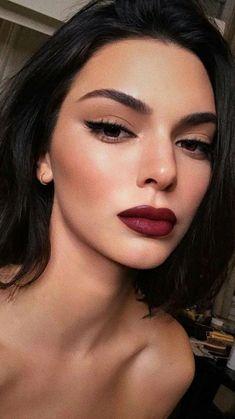 Kendall Jenner makeup looks, red lips - make up - # Source by MakeUP Party Makeup Looks, Wedding Makeup Looks, Cat Eye Makeup, Smokey Eye Makeup, Winged Eyeliner, Fall Makeup, Lip Makeup, Summer Makeup, Beauty Makeup