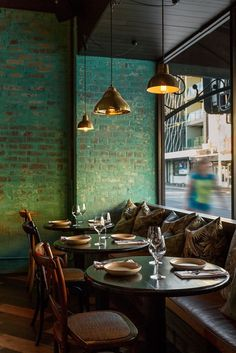 Take your indecisions and see better ideas of decorating your restaurant ! Interior design trends to decor your restaurant! Bar Interior, Restaurant Interior Design, Bathroom Interior Design, Modern Interior Design, Restaurant Furniture, Design Hotel, Interior Brick Walls, Vintage Restaurant Design, Contemporary Design