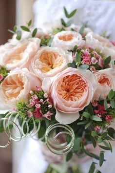 A contemporary Juliet bridal bouquet #WeddingFlowers #WeddingRoses #WeddingBouquets #DavidAustin