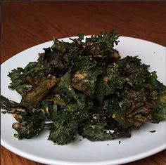 Baked Kale chips to nibble on all afternoon long. Can anybody let me know how much I can eat because I think I can eat the whole batch! #21daysugardetox #pearleneutley