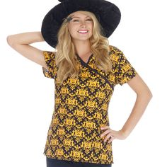 Jack-o-lanters, bats and cats! This Jack-O-Ween mock wrap scrub top features two pockets, mock wrap, set-in sleeves and contrast trim. Halloween Scrubs, Cute Halloween, Medical Uniforms, Nursing Uniforms, Medical Scrubs, Jack O, Scrub Tops, My Style, Lady