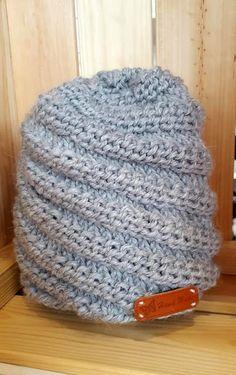 Lanka on ollut Lankasataman talven myydyimpiä lankoja ja sitä on Knitted Hats, Crochet Hats, Diy Crochet, Wonderful Things, Handicraft, Headbands, Diy And Crafts, Beanie, Wool