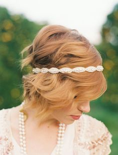 Got major bedhead? A headband is a great way to add style and pull your look together. https://www.babble.com/home/25-totally-pretty-ways-to-wear-a-headband/