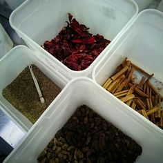 It's whole spice afternoon. Here's cumin, cinnamon, black cardamom and kashmiri chilli for the upcoming dhansak box!