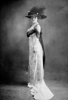 Evening dress by Doucet, Les Modes June 1909.