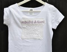 T-shirt by Mândră Chic Eco Deco, Designers, T Shirts For Women, Chic, How To Make, Outfits, Tops, Fashion, Green