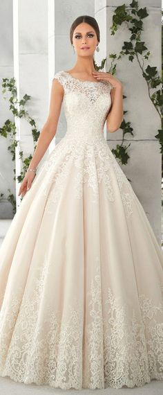 Jupon en tulle : Charming Tulle & Satin Scoop Neckline A-Line Wedding Dresses With Lace Appli