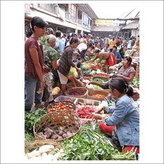 Busy food market at Ubud