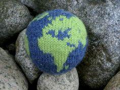 knit: free pattern. (and chart) stuffed planet earth.