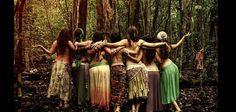 O círculo de mulheres é um fato emergencial para as mulheres contemporâneas. Cada dia mais, a necessidade para que as mulheres estejam juntas é gritante. Como se a voz e o eco das nossas ancestrais…