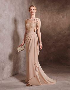 Vestido de madrinha estilo evasé em renda e georgette