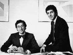 Maurice Saatchi (l.) and his brother Charles Saatchi, co-foungers of advertising agency Saatchi & Saatchi, in 1978.