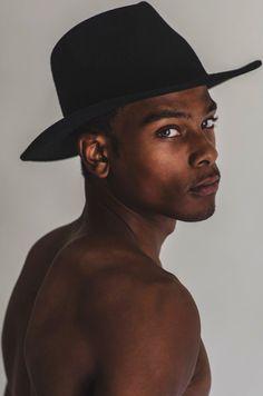 Imagem de boy, eyes, and model Gorgeous Black Men, Beautiful Boys, Beautiful People, Foto Portrait, Portrait Photography, Dark Man, Fotografie Portraits, Black Boys, Fine Men