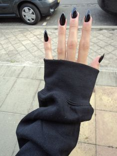 black long nails.
