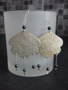 """Boucles d'oreille """"Nuage"""" argentées perles noir hématite : Boucles d'oreille par bijou-lie"""