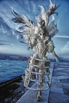 Venice at Carnival Gallery :: Jim Zuckerman Photography, province of Venezia , Veneto Venetian Costumes, Venice Carnival Costumes, Venetian Carnival Masks, Carnival Of Venice, Venetian Masquerade, Venice Carnivale, Venice Mask, Costume Venitien, Beautiful Mask