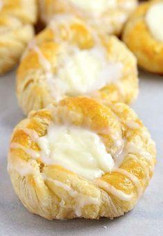 Crescent Roll Dough, Crescent Roll Recipes, Cream Cheese Danish Recipe Crescent Rolls, Pizza Roulée, Philly Cream Cheese, Cream Cheeses, Breakfast Cheese Danish, Cheesecake Caramel, Danish Food