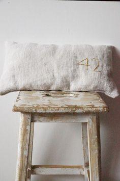 never enough stools © Bord de Scène