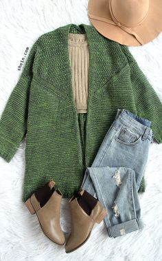 Love! Love this outfit at my first sight! My favorite item for autumn, Oversized ponchos , green collarless sweater cardigan with bat sleeve. So much to love it!
