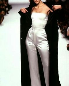 Advice On Buying Fashionable Stylish Clothes – Clothing Looks Look Fashion, 90s Fashion, Runway Fashion, Fashion Beauty, Fashion Show, Vintage Fashion, Fashion Outfits, Fashion Design, Dress Fashion
