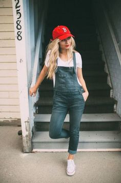 The 5 Baseball Outfit Looks That'll Make You Want To Go To A Game Casual Sporty Outfits, Style Casual, Summer Fashion Outfits, Stylish Outfits, Girl Outfits, Easy Outfits, Legging Outfits, Denim Overalls Outfit, Overalls Women