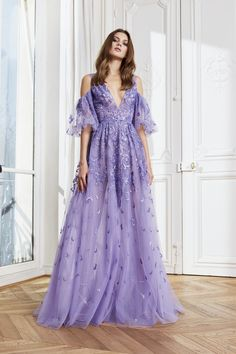Zuhair Murad Fall 2020 Ready-to-Wear Fashion Show - Vogue Haute Couture Gowns, Style Couture, Haute Couture Fashion, Zuhair Murad Mariage, Zuhair Murad Bridal, Mode Purple, Purple Gowns, Purple Fashion, Lily Collins