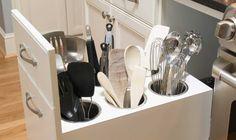 I ett rörigt kök är det svårt att hitta det man behöver. Här berättar experten hur du lätt behåller ordningen för evigt.