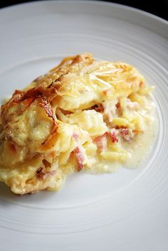 Tartiflette | La cuisine de Josie Food Dishes, Main Dishes, Lasagna, Macaroni And Cheese, Food And Drink, Healthy Eating, Tasty, Baking, Ethnic Recipes