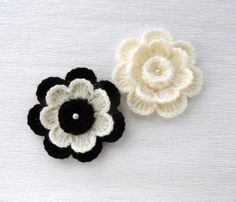 Applique del ganchillo  Crochet flores broche de por CraftsbySigita