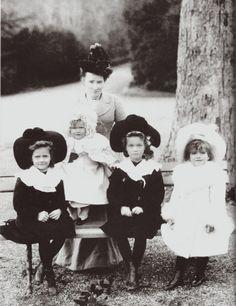 The four daughter of the last Tsar with their nanny, Miss Margareta Eagar