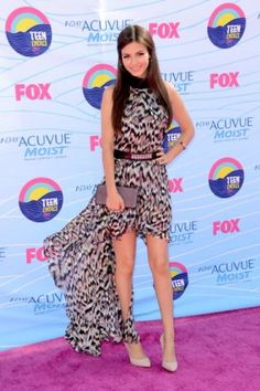 Victoria Justice belts her printed train number at the teen choice awards