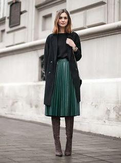 05 a green midi pleated skirt, a black top, a black coat and brown suede boots - Styleoholic
