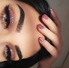 30 Most Sexy and Easy Pink Eyeshadow Makeup Idea Beginner for Prom - US Makeup Trends Glam Makeup, Eye Makeup, Makeup On Fleek, Kiss Makeup, Makeup Inspo, Makeup Inspiration, Hair Makeup, Makeup Style, Makeup Hairstyle