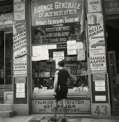 1950 Photo by Paul Almasy Greece Pictures, Old Pictures, Old Photos, Athens Acropolis, Athens Greece, Old Photography, Street Photography, Old Greek, Tourist Office
